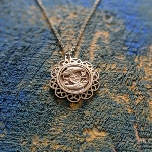 Jewelry - Vintage gold Pisces necklace
